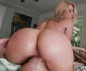 Big Booty Facesitting Porn